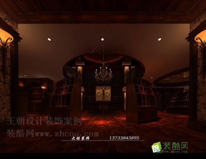 空间类型:欧式风格 会所 房屋面积:1800  工程造价:380万 本案坐落于郑州市酒吧业最集中的区域,又面对大浪淘沙时尚酒店,面对的客户群体相对比较高端,设计师跳出俗套,用古堡风格来诠释本案,给了空间很好的定位,在设计元素的表达上,本案更多的使用了毛石,就是想通过这种元素来塑造古堡的古老感,来增加酒窖的内涵,增加酒窖的古老感,神秘感。再辅以大面积的手抓纹木地板拼花,有效的将酒窖的城堡感觉塑造的淋漓尽致