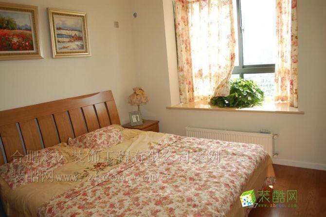 家里的老人偶尔要来家里小住一下,老人房的设计已温馨为主。