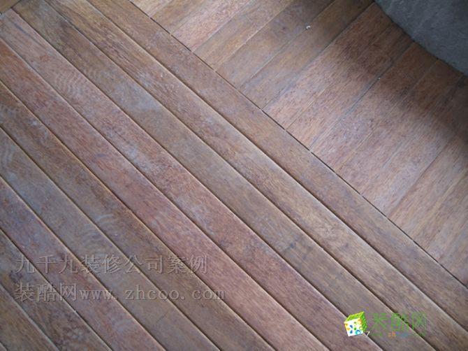 这是入户花园的黑盐木原木板