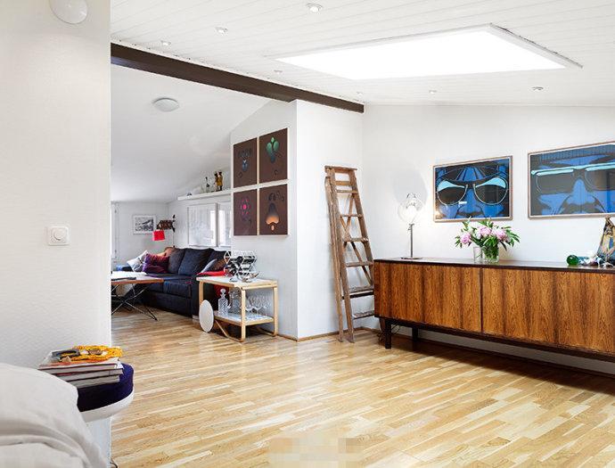 空间类型:地中海风情 一室一厅一卫 房屋面积:40  工程造价:5万 顶层的阁楼公寓,不规则的户型,融入了浓郁的个性化色彩。卧室有天窗,环绕的顶灯则好似明亮的星星。蓝色的洗浴间也极美,跟白色搭配清爽整洁,黄色大花朵的蓝色壁纸,装饰效果很赞。