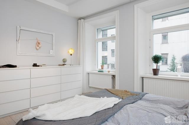 空间类型:北欧风格 一室一厅一卫 房屋面积:86 装修方式:半包 工程造价:6万 【温馨提示】装修风格分很多?#37073;?#27599;家的装修都是结合户型跟主人多居住条件来设计规划的,所以本案可供大家作为装修的参考,如果有?#19981;?#36825;?#36861;?#26696;的业主可拨打我们186551444025或Q我1643682880,我们会根据您家的装修要求安排最为合适的设计师竭诚为您服务,感谢您致电汀凡装饰!