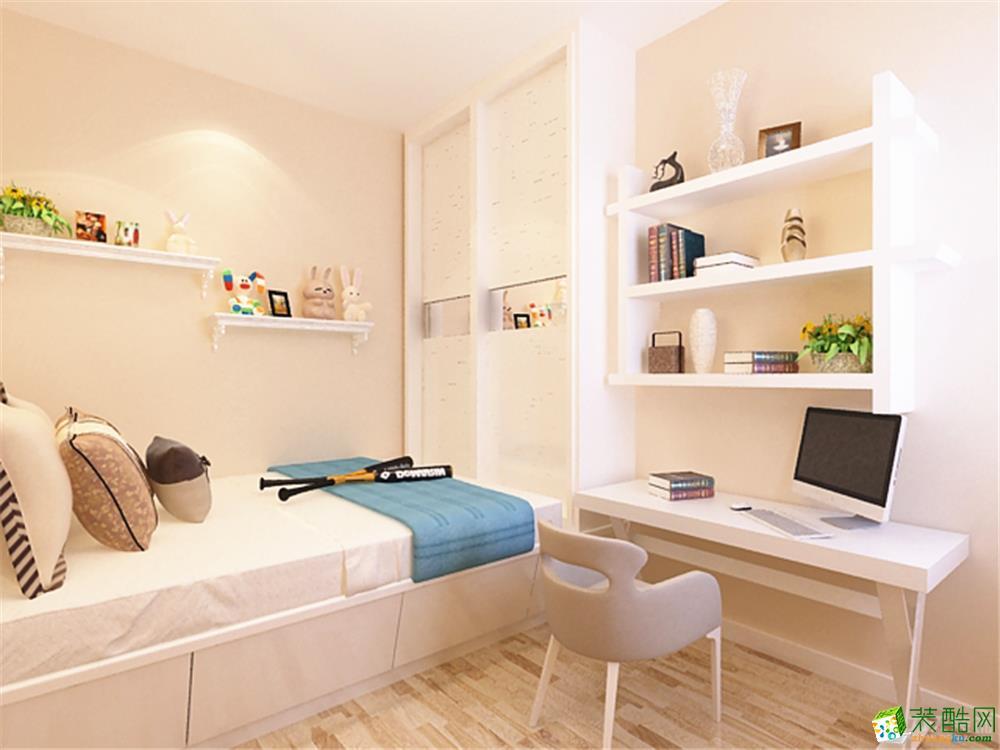 戶型說明: 該戶型融創君蘭兩室兩廳一廚一衛81平米,整體戶型采光良好,可利用率高。入戶門右手邊可以放置鞋柜。右手邊是廚房,廚房過于狹長可以一分為二,最里面的小隔間區域可以做成洗衣房,干凈方便。廚房臺面可做成L型,L型的設計更能方便業主做飯。客餐廳呈一字型,餐廳位置有些小,業主不太想要陽臺,客廳處兩個門垛后期可做拆改,使客廳的空間增大,同時采光更好一些。主臥室帶飄窗,視角開闊,后期可以做成休息區域,供業主閑暇時觀看景色和休息。臥室空間夠大可以放置書桌或是梳妝臺。次臥室作為兒童房,后期可以做成榻榻米,可以放