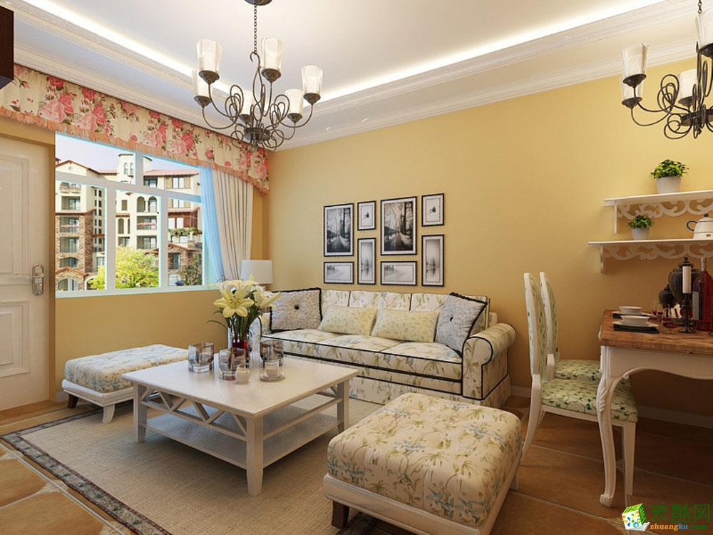 主臥室的空間采用了淺綠色的墻面漆,頂面做了石膏板造型,地面是深色