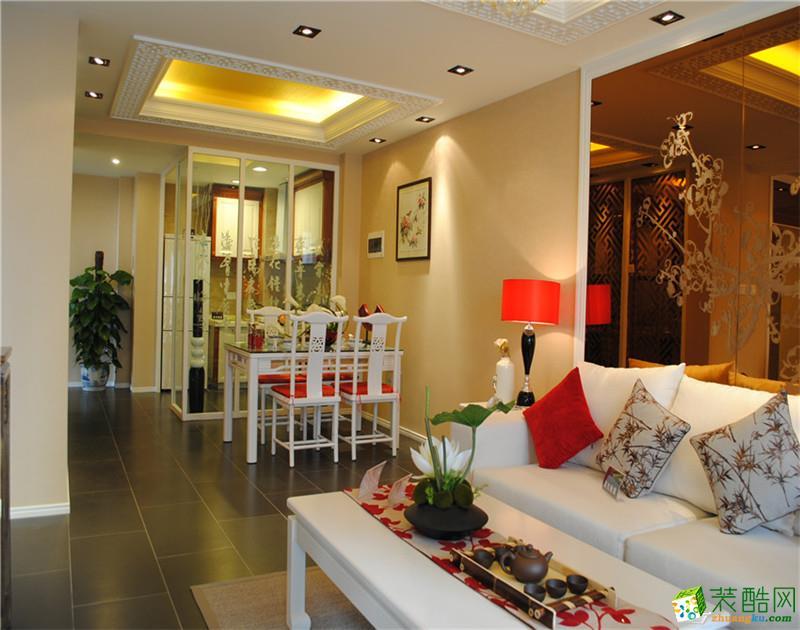 墙面采用大面积古铜镜面,色彩搭配天然,让客户感受到古色古香的古代情节。