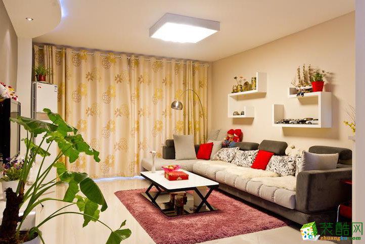 黄色花纹的窗帘,茶几区域的红色地毯