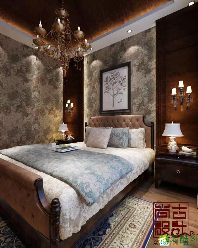 床头背景墙采用欧式的花纹壁纸打造复古美,墙壁采用同一系列的壁纸图片