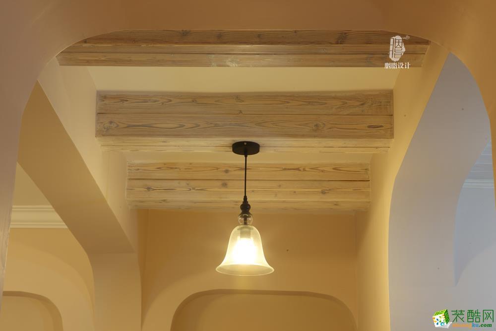碳烧板做的假梁,刷上仿旧白的木蜡油,隐约中还能看到碳烧木的纹理,既环保,又有风格特色