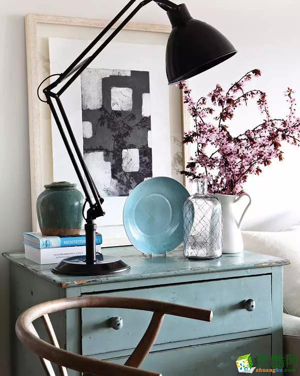 软装饰装修赏析:各具特色的装饰物放在一起,也是一副美景。