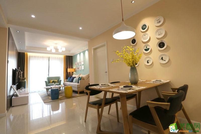 空间类型:混搭风格 其他 房屋面积:58 装修方式:全包 工程造价:7万 采用混搭风格设计,美式风格的双人沙发、中式单人彩色凳、简约风格卧室,风格不一,却都以舒适温馨为主。客厅以多种清新色彩构造出一个活泼明媚的生活空间,浅绿色的沙发背景墙以及单人沙发、抱枕等,点缀出一个清爽宜人的会客区域。
