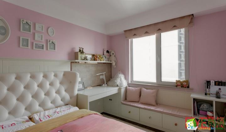 温馨儿童房装修效果图。组合式的家具有学习的空间,储存能力也很大既实用又美观。