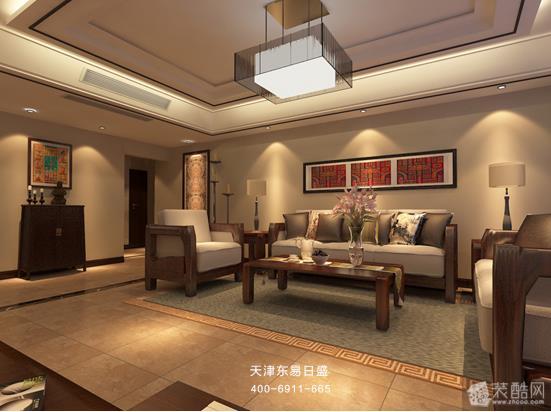 中间搭配上一条中式风格花纹的瓷砖