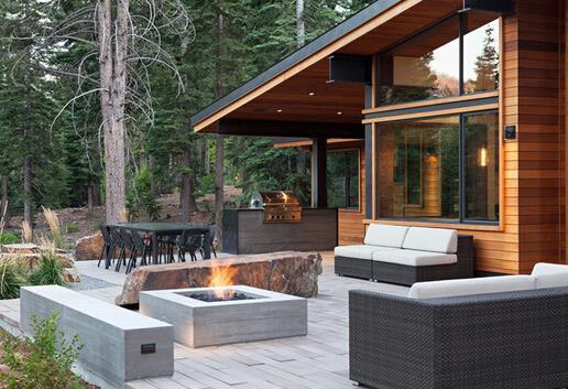 户外火坑由于混凝土抗烧抗热在室外建造火坑是不二的材质选择,相对于其他材质混凝土的防火性也更让人放心。见多了木制和瓷砖地板,换成混凝土式地板很有新意。尤其适合应用于浴室或是室外的路上。混凝土贴砖自己设计图案随心DIY自己家的地板吧!