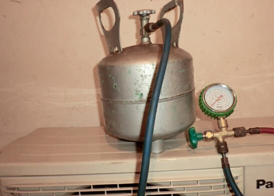 空调加氟过程