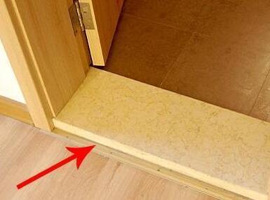 例如卫生间跟客厅,如果相连