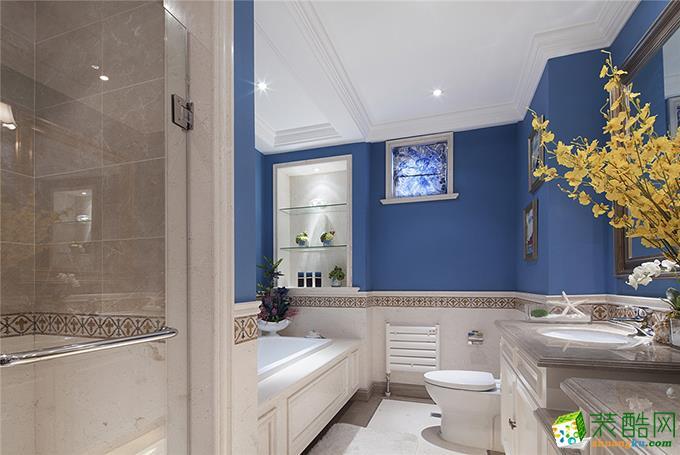 卫生间以大气亮丽的瓷砖配上蓝色墙面,有地中海的浪漫也有美式的自在,腰线的勾边点缀刚刚好,让上下连为一体。