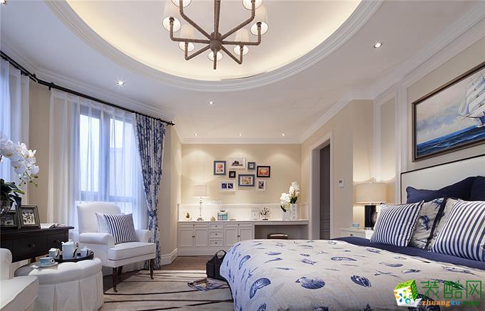 另一间卧室空间较大,于是设计师就把这个房间设计成一个集休闲与工作一体的空间,弧形的户型以圆形吊顶来装饰,立体感很强。