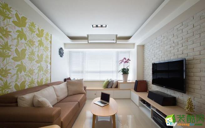 客厅 米黄色文化砖不但营造出温馨氛围,色系上也和大地色沙发、芥末绿的壁纸搭衬,形成自然清爽的视感。 83平现代风格装修效果图-海天装饰