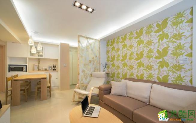 客厅 以充满自然生气的壁纸点缀,让空间显得年轻又有朝气。 83平现代风格装修效果图-海天装饰