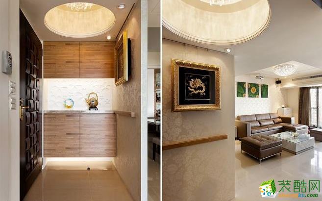 客厅 华美的水晶吊灯,从向上挑高的圆形天花上方晕射出柔美光芒,第一道墙面蕴含招财的风水设计,也织就出温馨的玄关表情。 133平现代风格装修效果图-永丰装饰