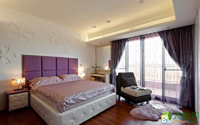 卧室 进到浪漫满盈的芋头紫色主卧室,完整的五瓣幸运草花满�岩徽�个床头壁面空间,花语春光中犹见雅�@风情。 133平现代风格装修效果图-永丰装饰