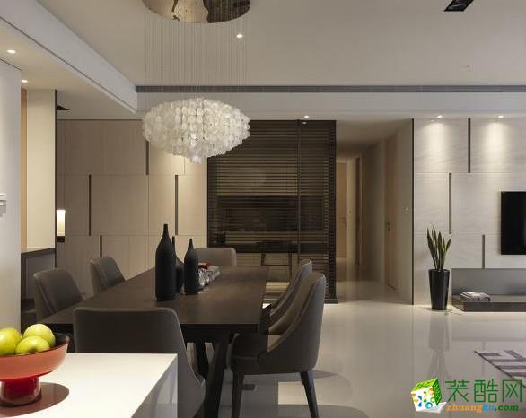 客厅 宽敞的公共区域,让视觉疆界扩充到最大,将多层次的情感转化在空间内部,藉由自然木质与闪耀质地的拿捏,使整体的协调性达到平衡。 159平四居室现代风格装修效果图-予我装饰