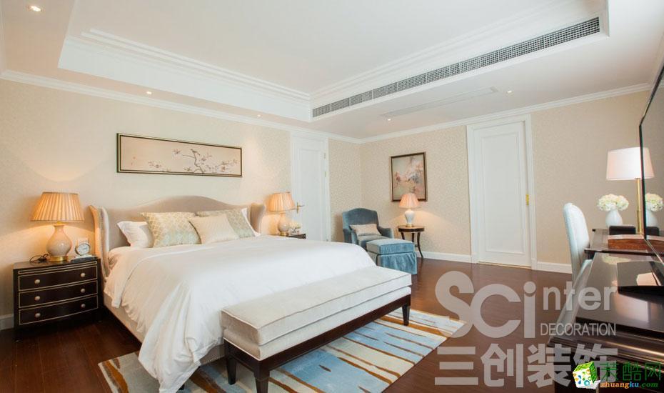 卧室的墙面处理采用杏粉色的墙纸,两幅挂画下让墙面不再单调。