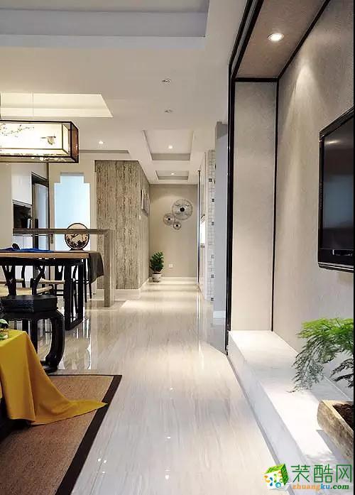 光洁的大地砖让整个空间显得干净大气