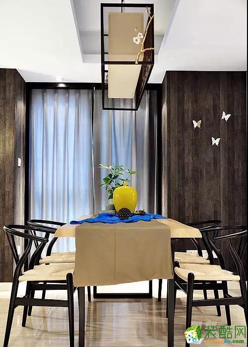 腊梅装饰的吊灯,墙上的蝴蝶装饰,细节上提升精致