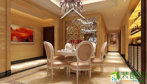 餐厅经典的欧式桌椅颜色温馨,旁边的酒鬼方便放一些烟酒之内的小物品。