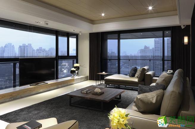 客厅 低台度的电视机柜面设计,以高度转换尺度,引进窗景最大值.