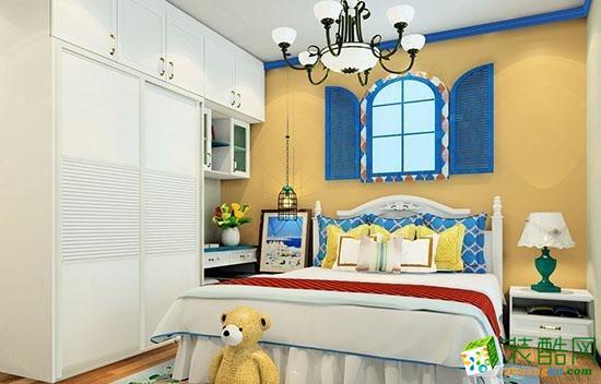 主卧室床头背景简易拱形窗户造型设计,简单而大方,在元素上也是相辅相成,主卧电视背景的设计与其相呼应