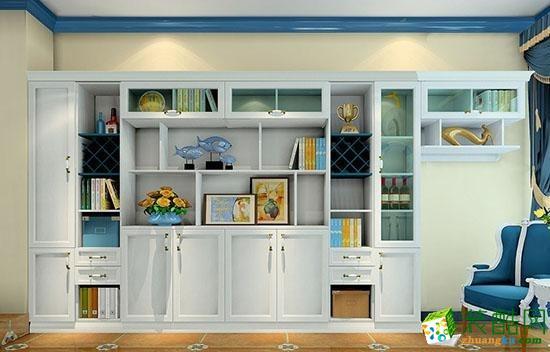 储物柜的擦漆做旧处理除了让家具流露出古典家具才有的质感,更能展现出家具在地中海被海风吹蚀的自然印迹