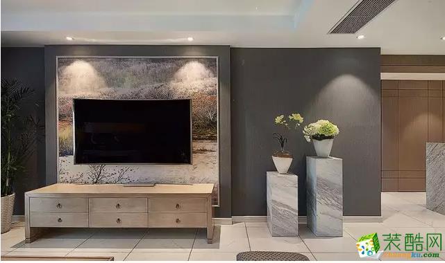 客厅的电视背景墙也是灰蓝色的,又设计了立体层次的墙面,配以自然风壁纸做装饰,电视直接挂壁,增加了空间层次感。