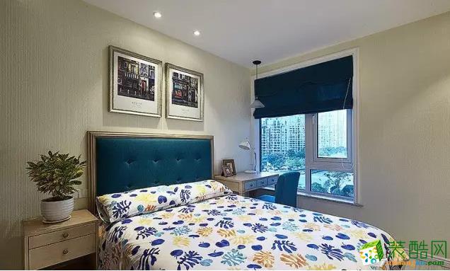 儿童房空间选用淡雅的米黄色来装饰墙壁,搭配清新的碎花床品,彰显出了简约美式风格家居独有的大气与华美。