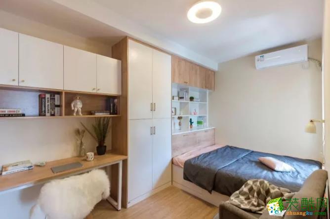 次卧设计成榻榻米,现代时尚,最重要的是储物功能强大。