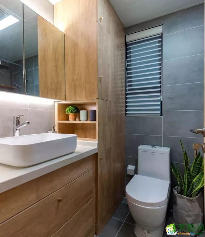 木色的浴室柜,在灰色水泥墙砖的衬托下显得格外好看。