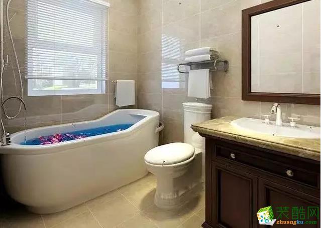 卫生间面积有限,以浅色调为主,显得明快,温暖。