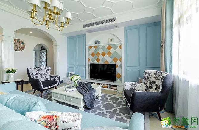 彩砖式的电视背景墙,给这个房间点缀得生机勃勃。