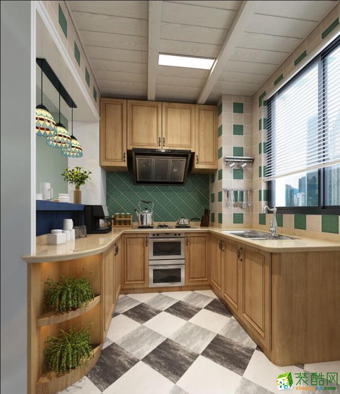 厨房的砖大气时尚,木质整体橱柜增加了稳重气质。