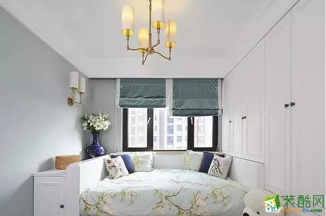 儿童房也是清新淡雅的格调,飘窗加榻榻米的设计,兼具实用与休闲多种功能。