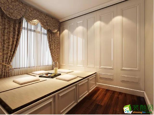 屋主专门布置了一间榻榻米卧室,改造成休闲和休息一体的结构。留宿客人或者日常休闲都是很不错的选择。
