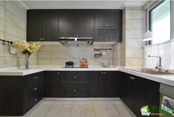 厨房 想要爱上做菜,自然一个宽敞的大厨房是少不了的。黑色实木橱柜,白色大理石台面,经典配色,格外大气。 【壹家定制装饰】125�O现代简约三室装修效果图