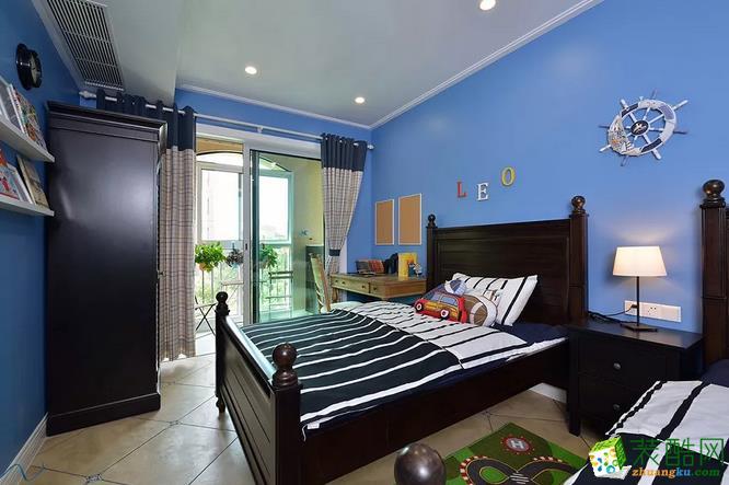 卧室 儿童房,蓝色背景墙,那么的有活力。最赞的要属外面的小阳台了,养养绿植,能够帮助放松心情。  【壹家定制装饰】125�O现代简约三室装修效果图