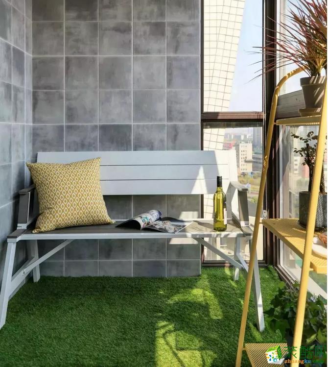 阳台一隅,有阳光相伴,绿草为依托,黄色的植物架为点缀,清晨沐浴着阳光,执一本杂志,靠着靠垫而坐,感受大自然的清香,享受着美好的周末时光