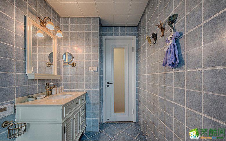 蓝色的卫生间很浪漫哦。