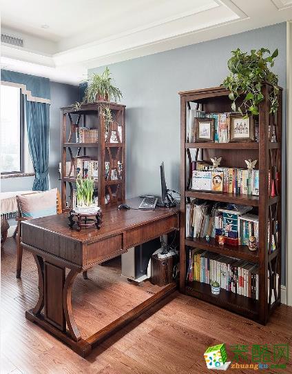 书房简单文雅。