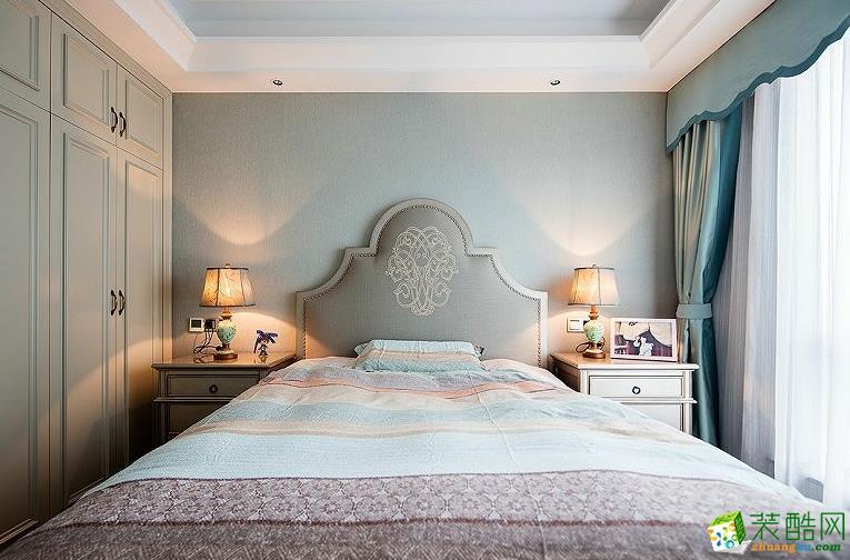 米色的衣柜非常可爱优雅,整个空间都很清爽。