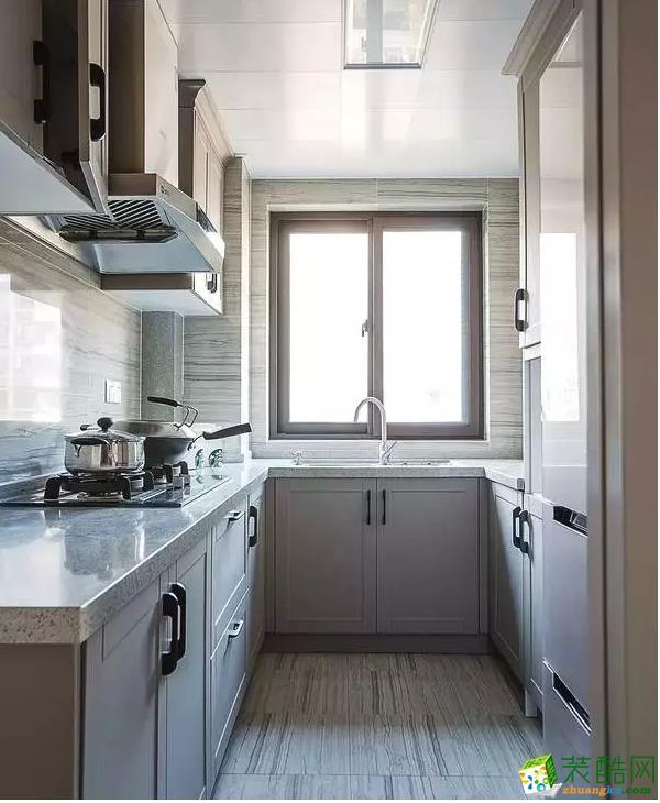 厨房简单大气。
