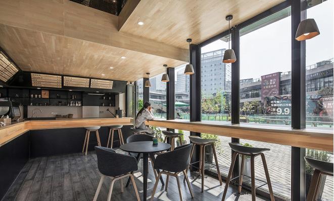 咖啡厅吧台设计 一楼的设计相对开放,很多时候逛街疲惫的人们会选择在