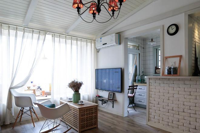 二、37平7万北欧风单身公寓装修日记 1.入户玄关装修 玄关的设计上,选取了粗糙质感的白色文化砖,随意的铺贴更突显出北欧风的轻松自在。